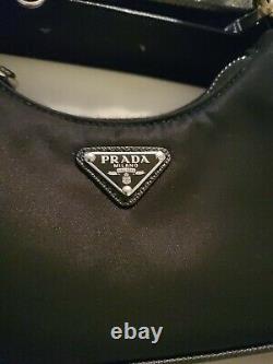 Authentique Prada Nylon Mini Shoulder Bag Re-edition. Épuisé Partout