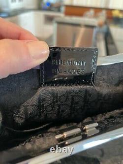 Christian Dior Mini Black Satin Limited Edition Sac À Main Brodé-$4000 Détail