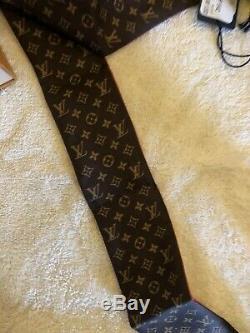 Limited Edition Louis Vuitton Kabuki Monogramme Foulard En Soie Rouge Bandeau