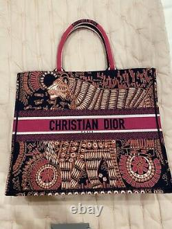 Nouveau Livre Christian Dior Tote Limited Edition, Sac Jungle Brodé
