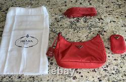 Nouveau! Prada Re-edition 2005 Red Nylon Crossbody Bag Purse + Strap + Petit Portefeuille